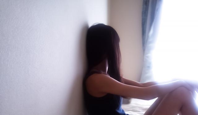 失恋で落ち込む女性